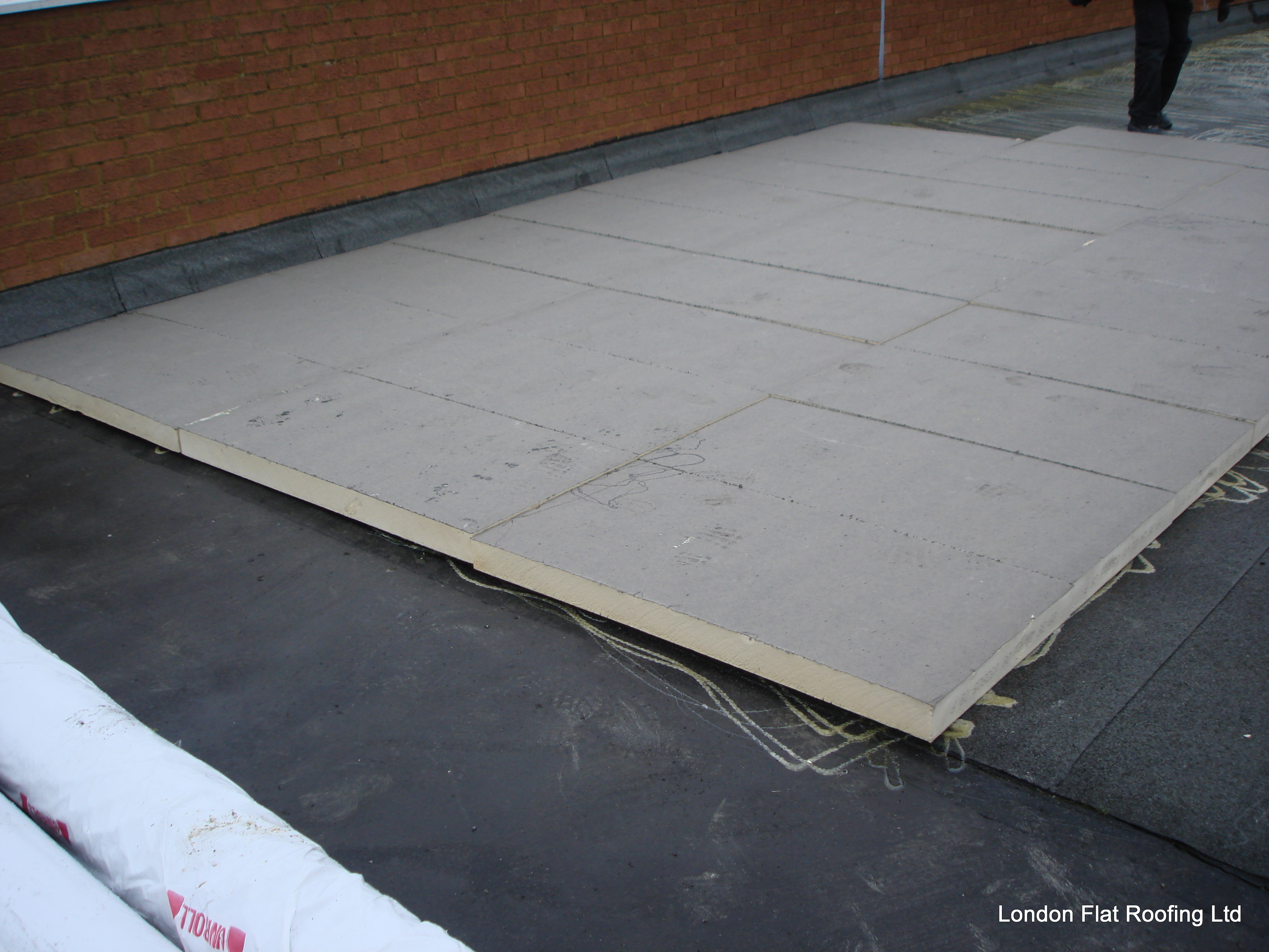 Old Leaking Felt Roof Over A Asphalt Roof 171 Epdm Rubber