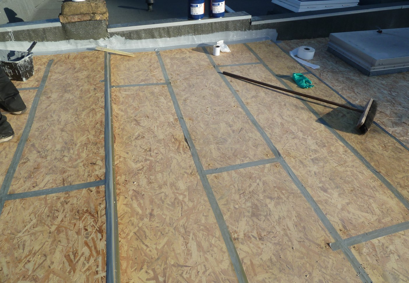 Flat roof decking osb v ply epdm rubber and liquid flat for T g roofing