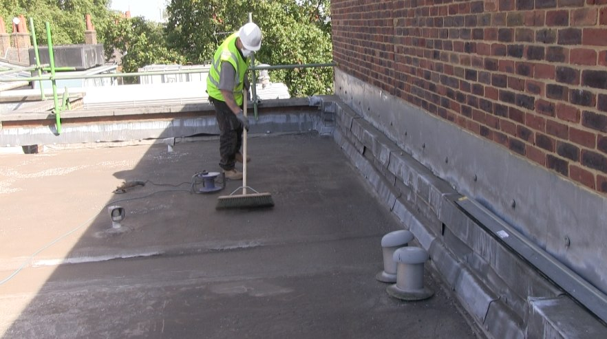 Cleaning An Asphalt Roof Before Overlaying 171 Epdm Rubber And Liquid Flat Roofs